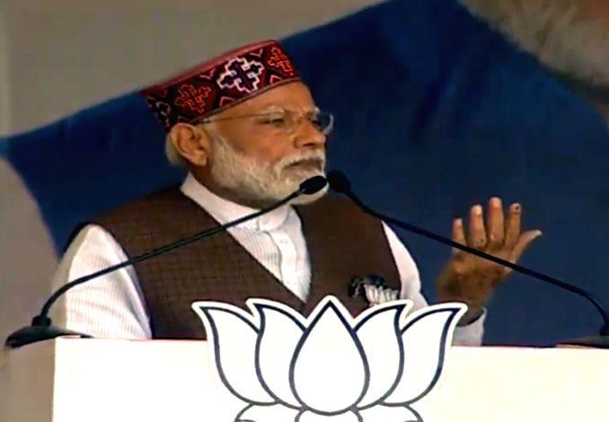 Mandi: Prime Minister Narendra Modi addresses a public rally in Mandi, Himachal Pradesh on May 10, 2019. (Photo: IANS) - Narendra Modi