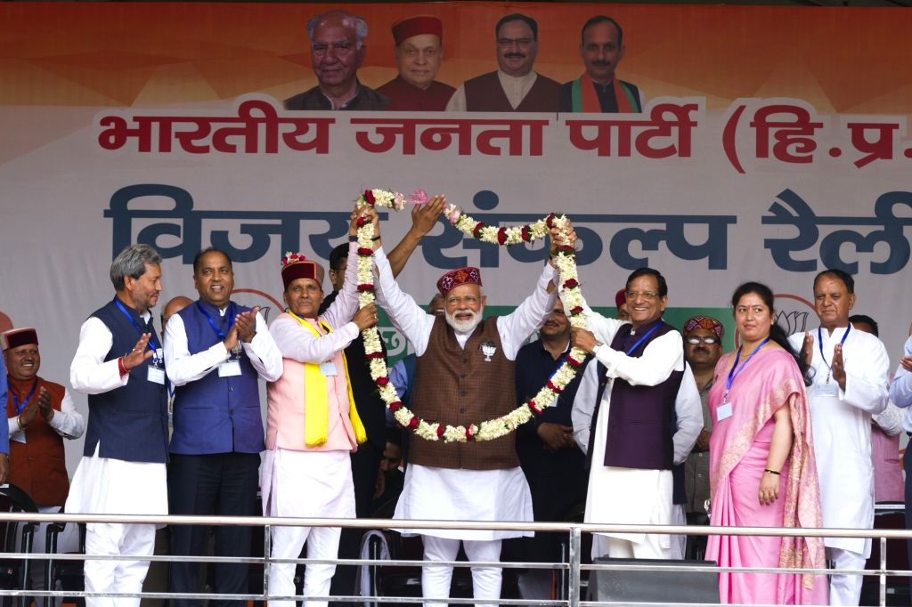 Mandi: Prime Minister Narendra Modi being welcomed by BJP's Lok Sabha candidate from Mandi, Ramswaroop Sharma as Himachal Pradesh Chief Minister Jai Ram Thakur looks on during a public rally in Mandi, Himachal Pradesh on May 10, 2019. (Photo: IANS) - Narendra Modi and Ramswaroop Sharma
