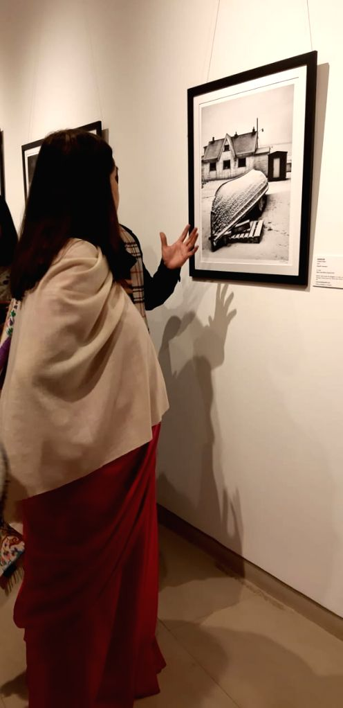 Maneka Gandhi at the art exhibition (Source: Triveni Kala Sangam) - Maneka Gandhi