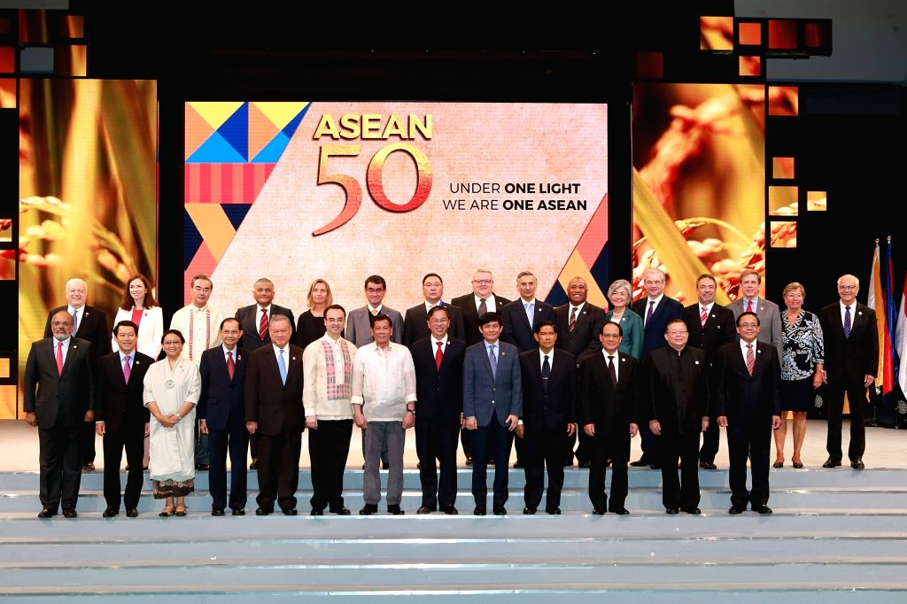 MANILA, Aug. 8, 2017 - Philippine President Rodrigo Duterte (Bottom row, 7th L), Chinese Foreign Minister Wang Yi (Top row, 3rd L) and other guests pose for a group photo during the grand celebration ... - Wang Y