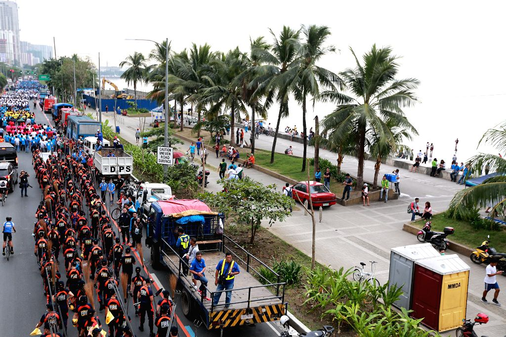 """MANILA, Jan. 27, 2019 - Volunteers march to Manila Bay in Manila, the Philippines, Jan. 27, 2019. Around 5,000 volunteers participated in the """"solidarity walk"""" that marks the start of the ..."""