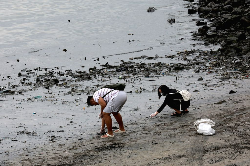 """MANILA, Jan. 27, 2019 - Volunteers pick up trash along the coast of Manila Bay in Manila, the Philippines, Jan. 27, 2019. Around 5,000 volunteers participated in the """"solidarity walk"""" that ..."""