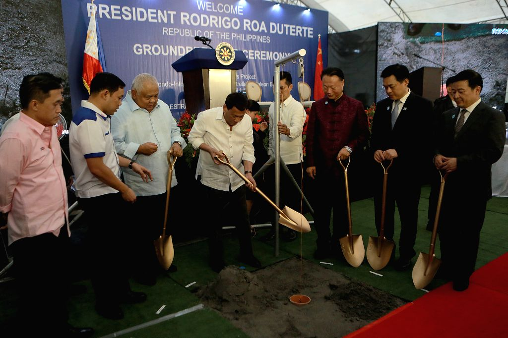 MANILA, July 17, 2018 - Philippine President Rodrigo Duterte (C) attends the groundbreaking ceremony of two China-funded bridges in Manila, the Philippines, July 17, 2018. Philippine President ...