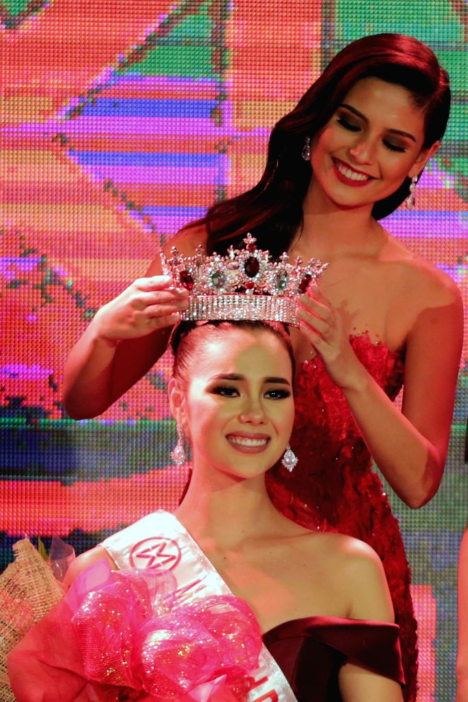 MANILA, Oct. 3, 2016 - Catriona Gray (bottom) is crowned as the 2016 Miss World Philippines during the coronation night at Manila Hotel in Manila, the Philippines, Oct. 2, 2016. A total of 24 ...