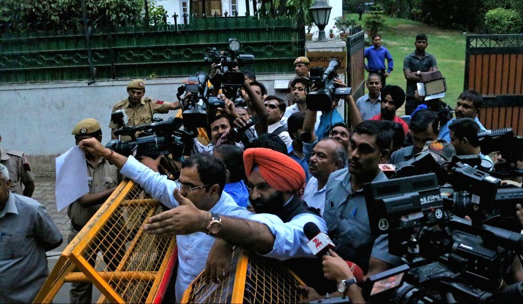 Manjinder Singh Sirsa and Parvesh Verma of BJP talk to press against Delhi Chief Minister Arvind Kejriwal who met with West Bengal Chief Minister Mamata Banerjee in New Delhi, on May 17, ... - Arvind Kejriwal, Manjinder Singh Sirsa, Parvesh Verma and Mamata Banerjee