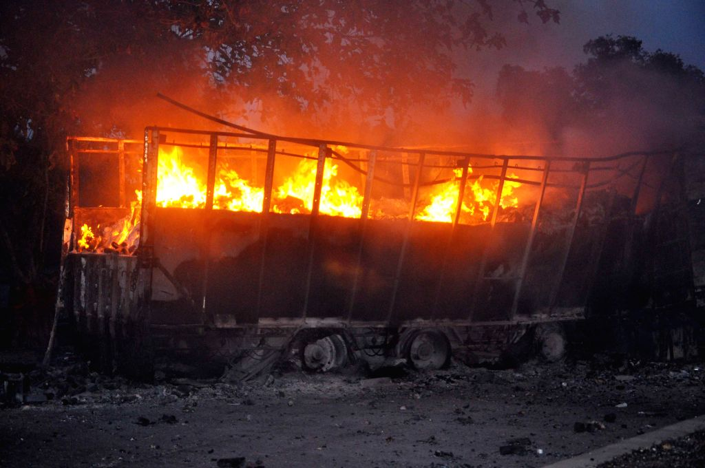Maoists torch vehicles in Jharkhand