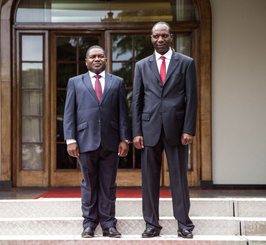 Mozambique's President Filipe Nyusi (L) and Prime Minister Carlos Agostinho do Rosario pose for a photo after the swearing-in ceremony of the new cabinet in ... - Carlos Agostinho