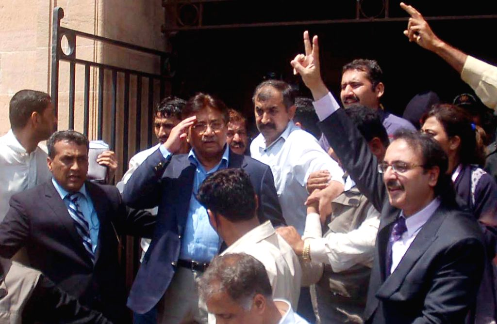 March 29, 2013 - Karachi, Pakistan - Pakistan's former president, Gen. PERVEZ MUSHARRAF, leaves High Court Sindh after getting an extension in bail on charges of conspiracy to murder and the sacking of judges. Musharraf was granted 15 days extension