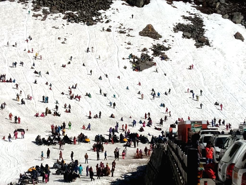 Marhi: Tourists enjoy themselves in snow at Marhi near Manali in Himachal Pradesh, on May 9, 2019. (Photo: IANS)