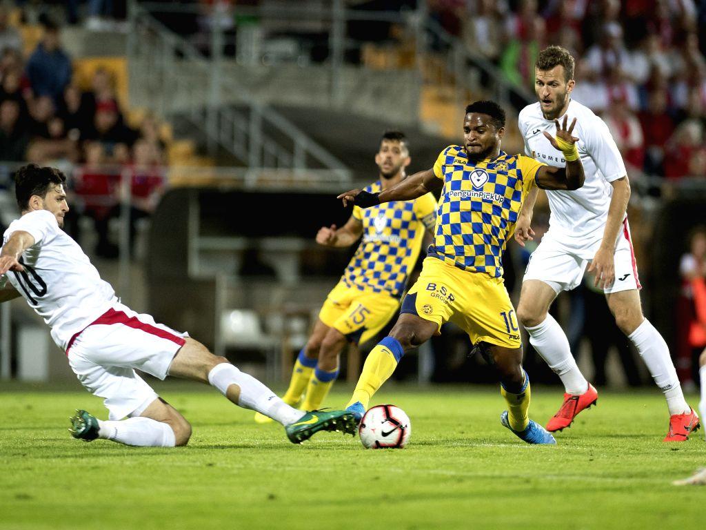 MARIJAMPOLE, Aug. 16, 2019 - Chikeluba Ofoedu (2nd R) of Maccabi Tel-Aviv vies with Samir Kerla (1st L) of Suduva during the second leg of UEFA Europa League third qualifying round match between ...