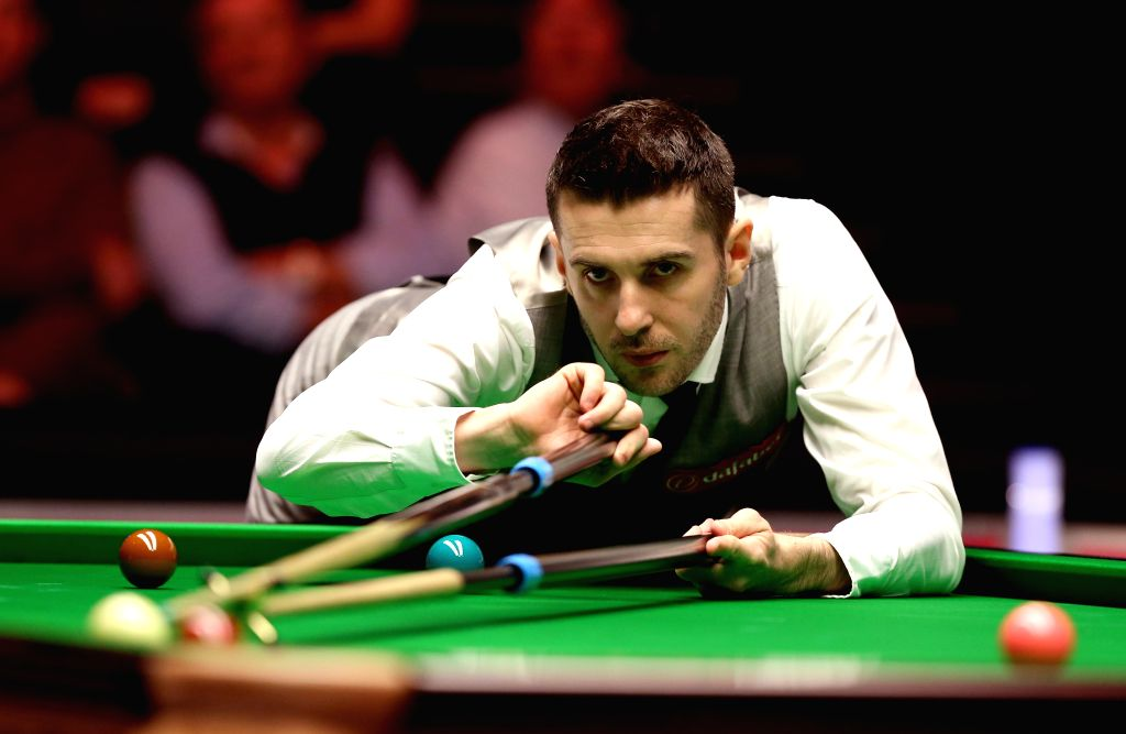 Mark Selby of England competes during the quarterfinal with Ronnie O'Sullivan of England at the Snooker Masters 2016 in London, Britain on Jan. 14, 2016. Ronnie ...