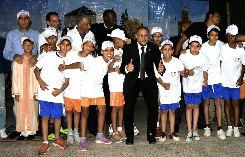 MARRAKECH, June 5, 2018 - Former Brazilian football player Roberto Carlos (C) poses for photos with children at a caritative dinner at an orphan asylum in Marrakech, Morocco, June 4, 2018. Roberto ...
