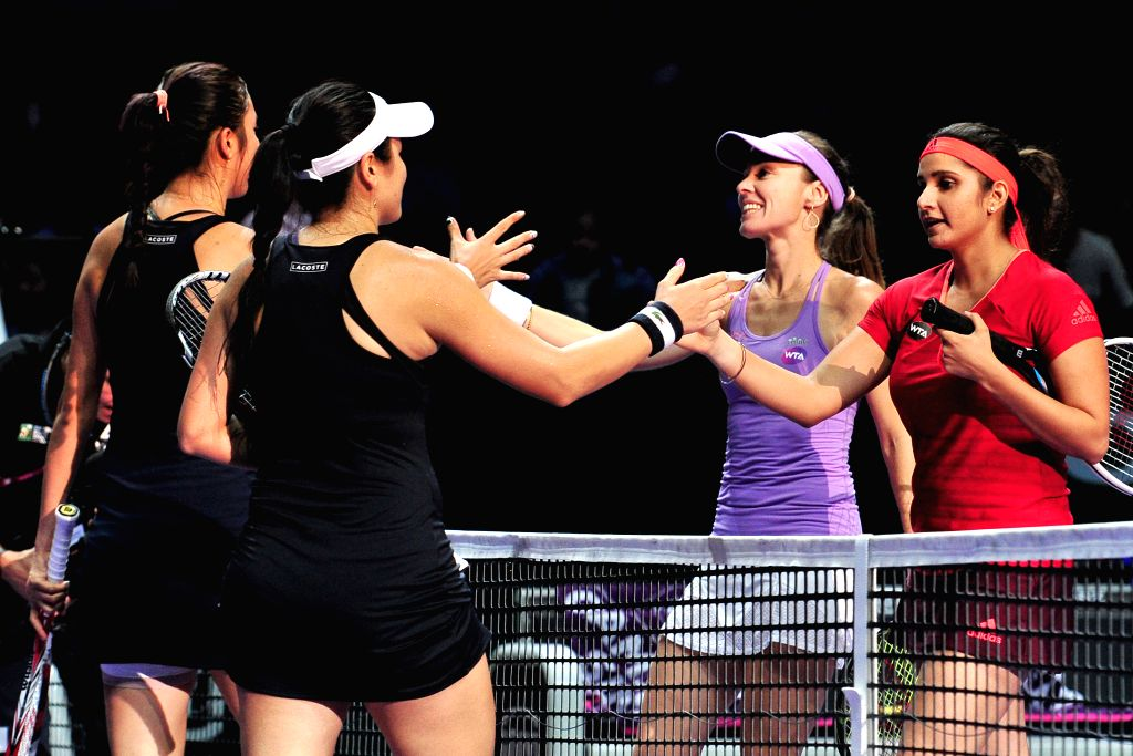Martina Hingis (2nd R) of Switzerland and Sania Mirza (1st R) of India shake hands with Chan Yung-Jan (2nd L) and Chan Hao-Ching of Chinese Taipei after the ... - Martina Hingis and Sania Mirza