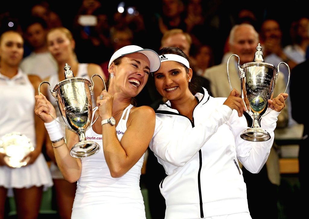 Martina Hingis(L) of Switzerland and Sania Mirza of India pose with the trophy in the royal box during the awarding ceremony for the women's doubles final against ... - Martina Hingis and Sania Mirza