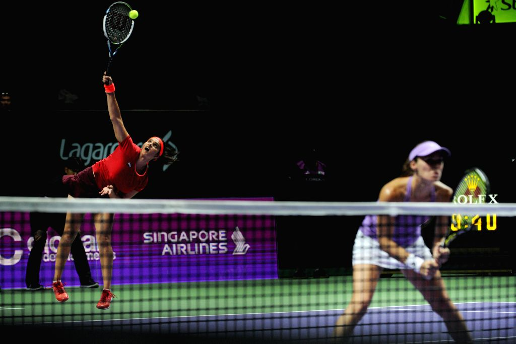 Martina Hingis (R) of Switzerland and Sania Mirza of India compete during the women's doubles semi-final match against Chan Hao-Ching and Chan Yung-Jan of ... - Martina Hingis and Sania Mirza