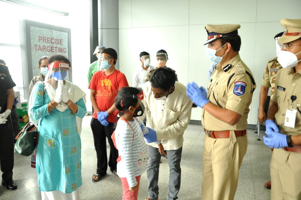 Martyred Colonel's family reach Telangana town.
