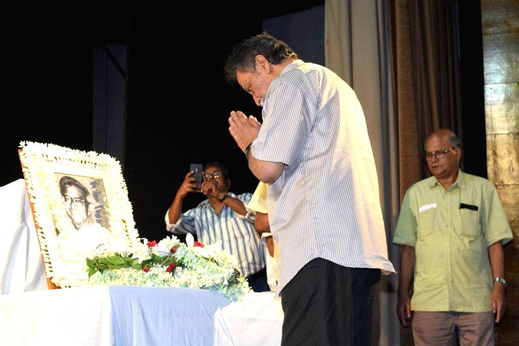 Marxist economist Prabhat Patnaik pays tributes to Marxist economist Ashok Mitra at a meeting organised to remember him, in Kolkata on May 29, 2018. Also seen Left front chairman Biman Bose, ... - Biman Bose and Surja Kanta Mishra