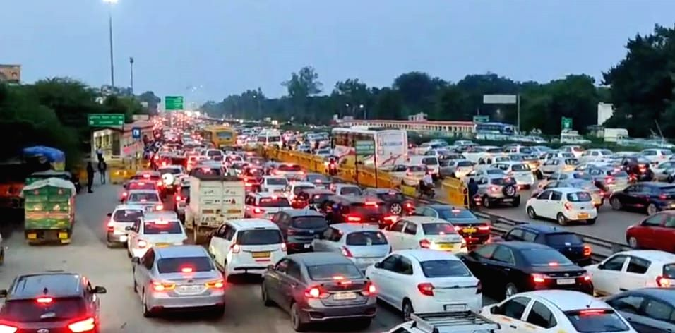 Massive traffic snarls on Delhi-Jaipur Expressway