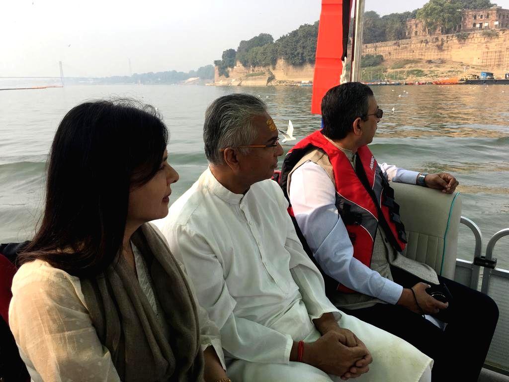 Mauritius Prime Minister Pravind Jugnauth and his wife Kobita Ramdanee visit Sangam - the confluence of rivers Ganga, Yamuna and the mythical Saraswati during Kumbh Mela in Prayagraj, on ... - Pravind Jugnauth