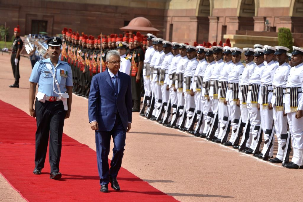 Mauritius Prime Minister Pravind Kumar Jugnauth inspects Guard of Honour at the Ceremonial Reception organised for him at Rashtrapati Bhavan on May 27, 2017. - Pravind Kumar Jugnauth