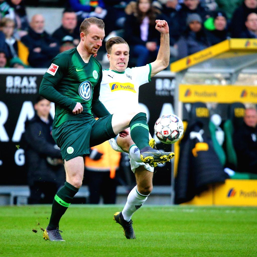 Maximilian Arnold (L) of Wolfsburg vies with Patrick Herrmann of Moenhengladbachg during the Bundesliga match between Borussia Moenchengladbach and VfL ...