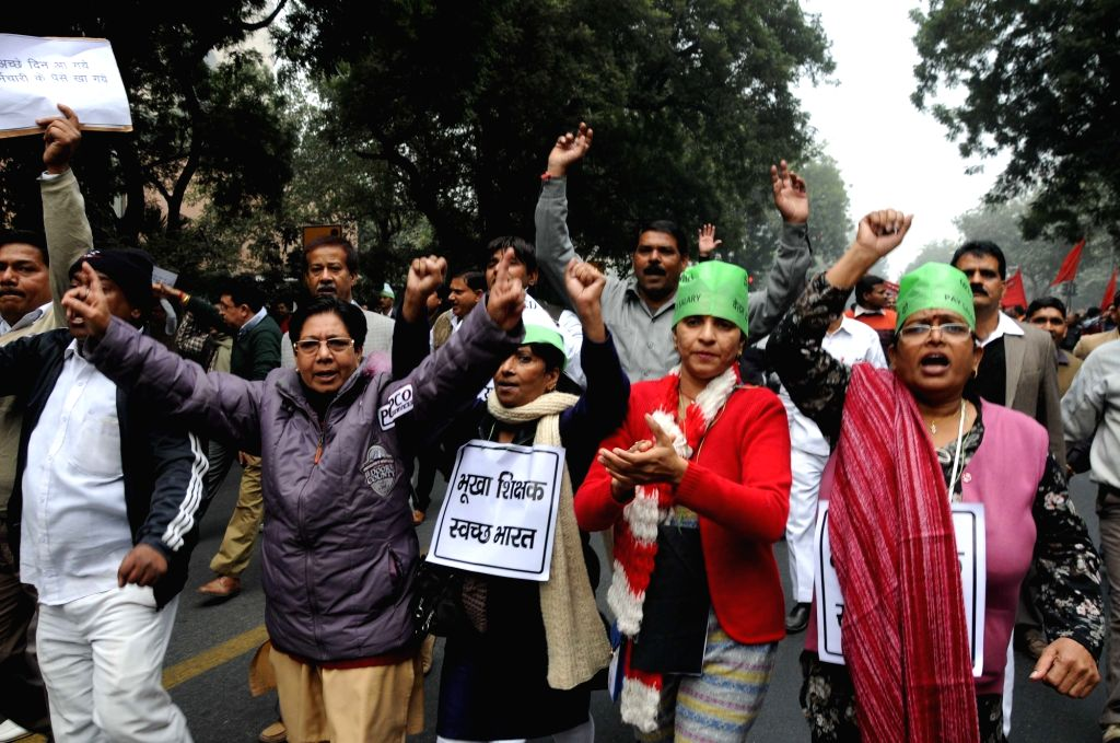 MCD workers stage a demonstration to press for release of their pending salaries in New Delhi, on Jan 14, 2016.