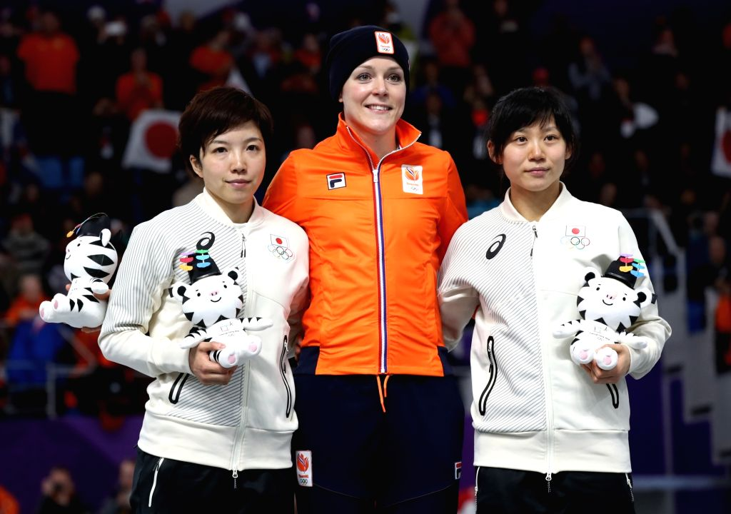 Medalists of women's 1000-meter speed skating at PyeongChang Winter Olympics pose for photos at the race venue in Gangneung, the sub-host city of the games, on Feb. 14, 2018. From left are ...