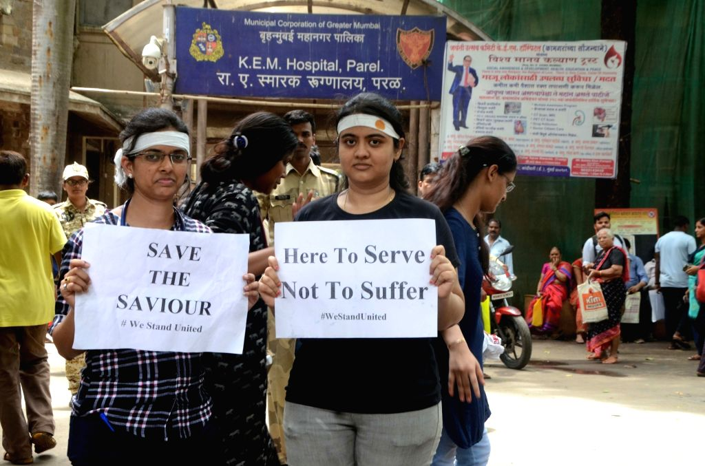 Medicos affiliated to Maharashtra Association of Resident Doctors (MARD) who went on a one day token strike to express solidarity with their Kolkata counterparts, stage a demonstration ...