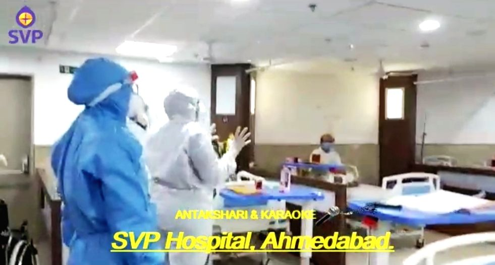 Medicos in SVP hospital sing, play Antakshari with covid patients for positive vibes.
