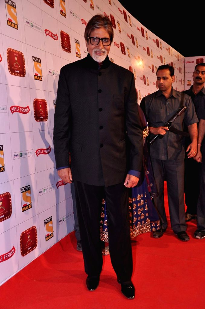 Megastar Amitabh Bachchan at the red carpet of Stardust Awards at Jan 26 in Mumbai. - Megastar Amitabh Bachchan