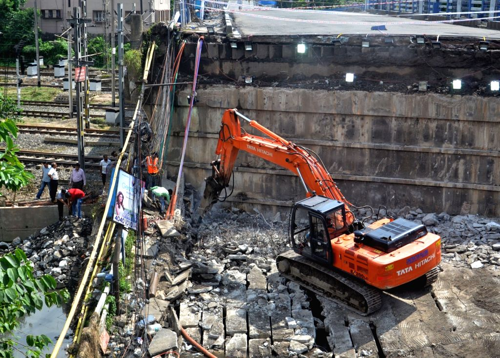 Members of a forensic team during their visit to the site where a portion of the Majerhat bridge had collapsed, in Kolkata on Sept 8, 2018.