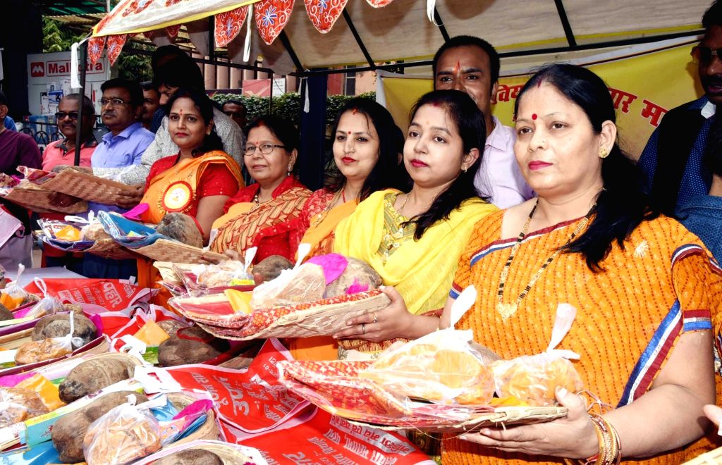 Members of Akhil Bharatiya Viyahut Kalwar Mahasabha distribute winnowing baskets and other material among devotees ahead of Chhath Puja celebrations, in Patna on Oct 30, 2019.