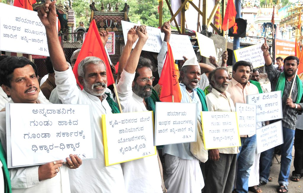 Members of Bharatiya Kisan Sangh demonstrate against Karnataka Government in Bangalore on July 7, 2014.