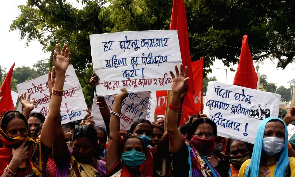 Members of Gharelu Kamgar Union stage a demonstration to press for their various demands, in Patna on Sep 12, 2020.