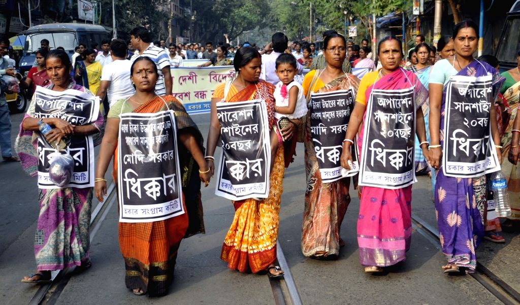 Members of Hawker Sangram Committee participate in a protest rally against demonetisation in Kolkata on Nov 24, 2016.