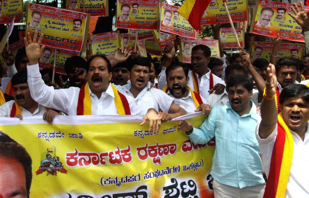 Members of Karnataka Rakshana Vedike burning effigy of Shivsena Chief Uddhav Thackeray, as Members of Shiv Sena activists thronged the Kolhapur Bus Terminus and attacked the NWKRTC Buses with sticks .