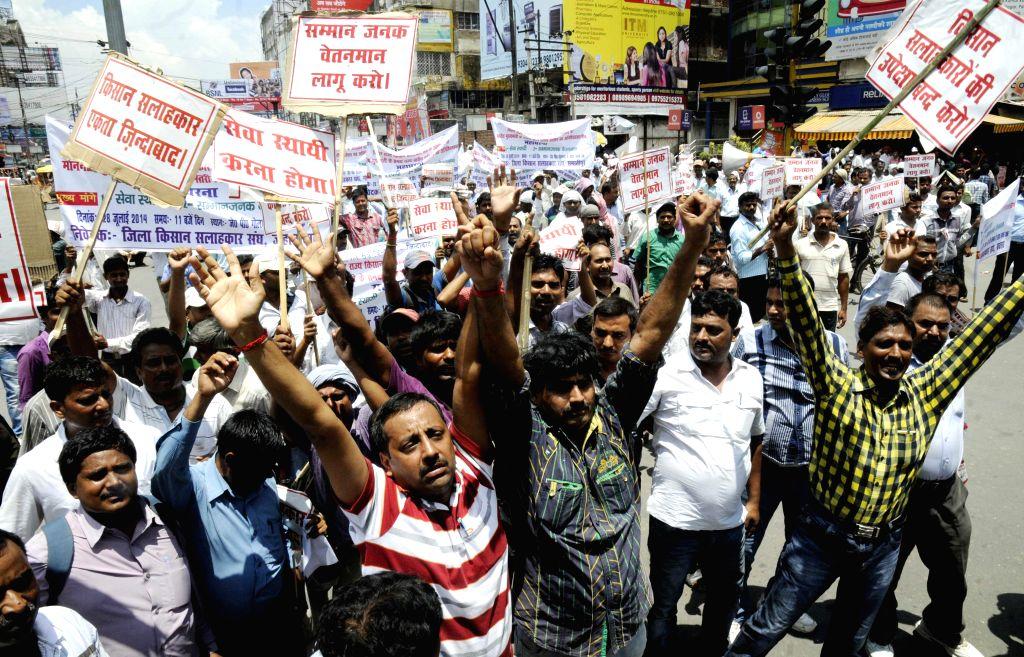 Members of `Kisan Salahkar Samiti`demonstrate in front of Bihar Assembly in Patna on July 28, 2014.