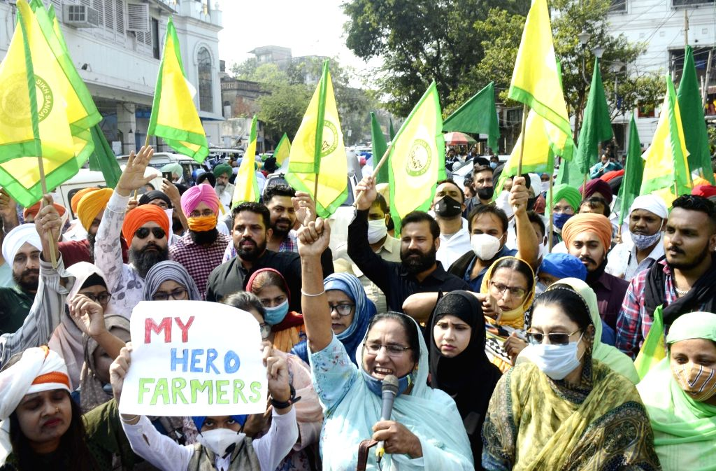 Members of Kolkata Sikh Sangathan took part in a rally in support of farmers agitation and against the atrocities of BJP Government on farmers in Kolkata on Nov 29, 2020.