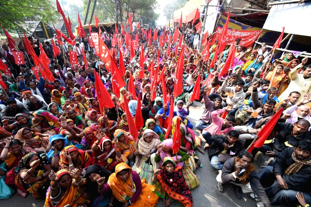 Members of Nirman Mazdoor Union stage a demonstration to press for their demands in Patna on Dec 10, 2018.
