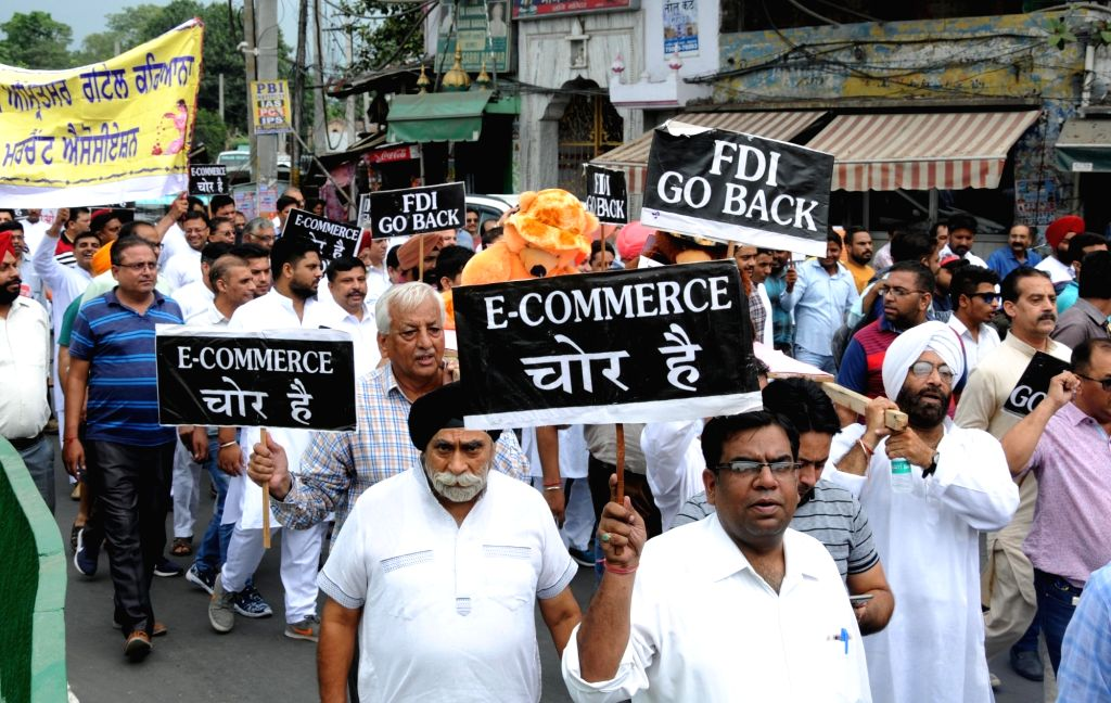 Members of Punjab Distributors Association stage a protest against Foreign Direct Investment (FDI) and e-commerce in Amritsar on Sept 9, 2018.