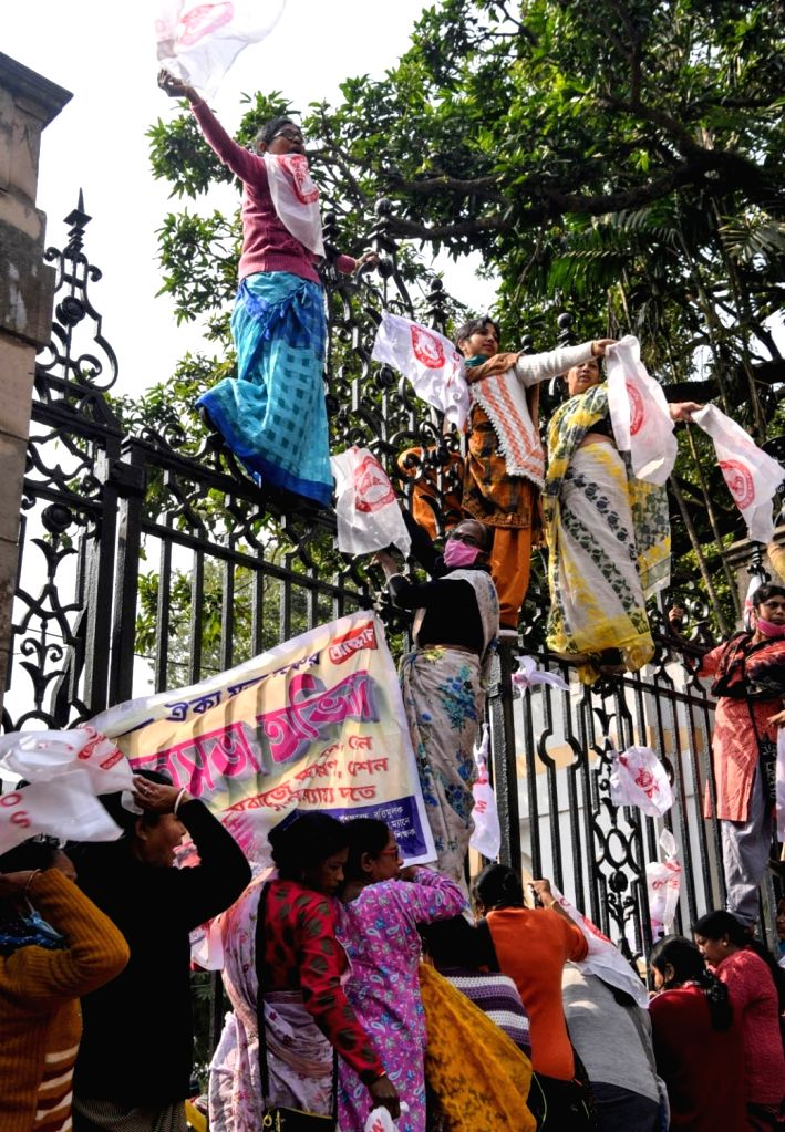 Members of Shikshak Aikya Mukta Mancha took part in a protest march to the State Assembly in Kolkata on Jan 27, 2021