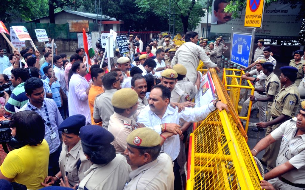 Members of Swadeshi Jagran Manch stage a demonstration in front of Chinese Embassy after China opposed India's entry into Nuclear Suppliers Group (NSG), in New Delhi, on June 28, 2016.