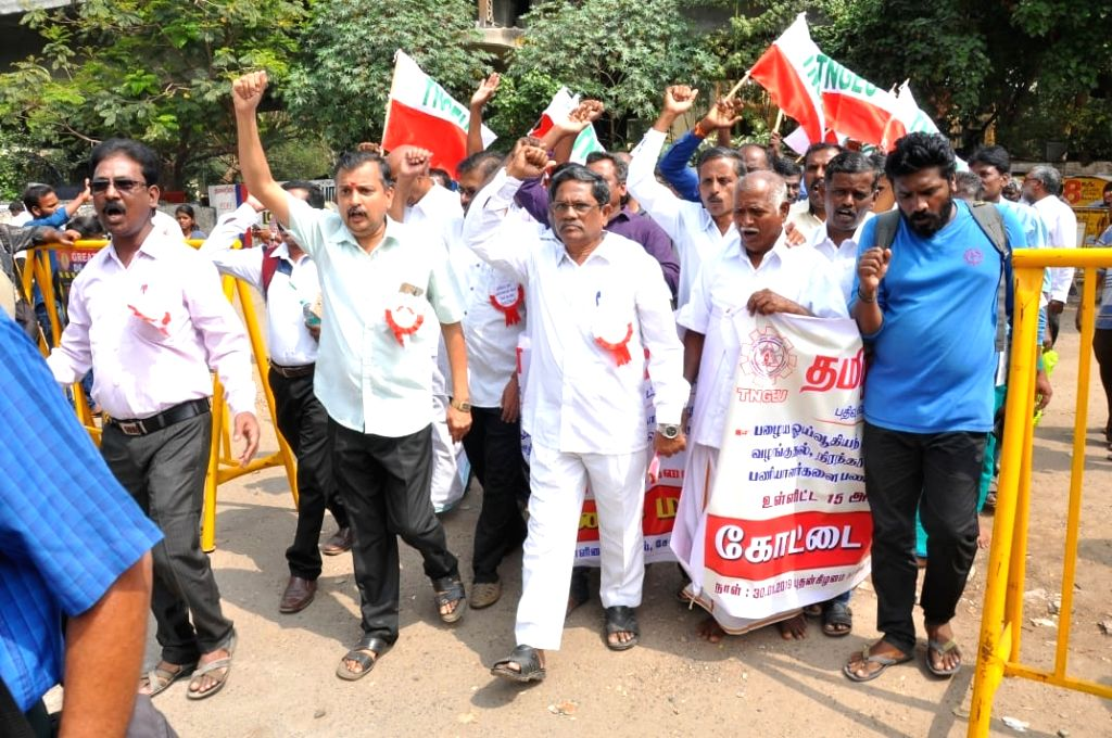 Members of Tamil Nadu Government Employees Union (TNGEU) stage a demonstration to press for their various demands in Chennai, on Jan 30, 2019.