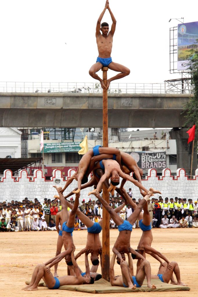 Members of the Maratha Light Infantry Regimental Centre, Belgaum perform Mallakhamb during Independence Day parade at Manekshaw Parade Grounds in Bangalore on Thursday 15th August 2013. (Photo::: ...