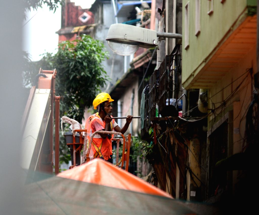 Metro Railway workers inspect damaged building at Bowbazar area of Kolkata where several houses developed cracks and two of them collapsed due to the tunnelling work for East-West Metro ...