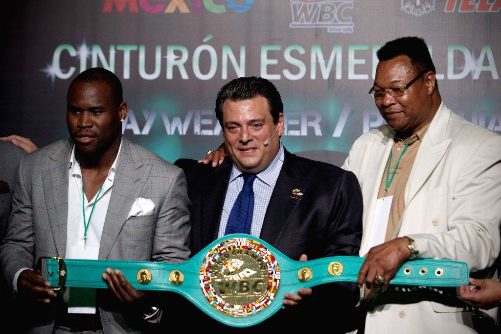 Canadian boxer Stevenson Adonis (L), the President of the World Boxing Council (CMB) Mauricio Sulaiman (C) and former U.S. boxer Larry Holmes (R) hold the ...