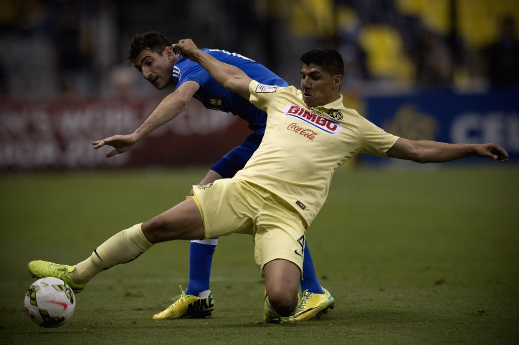 America's Erik Pimentel (R) vies for the ball with Montreal Impact's Dilly Duka during the first leg final match of the Confederation of North, Central ...