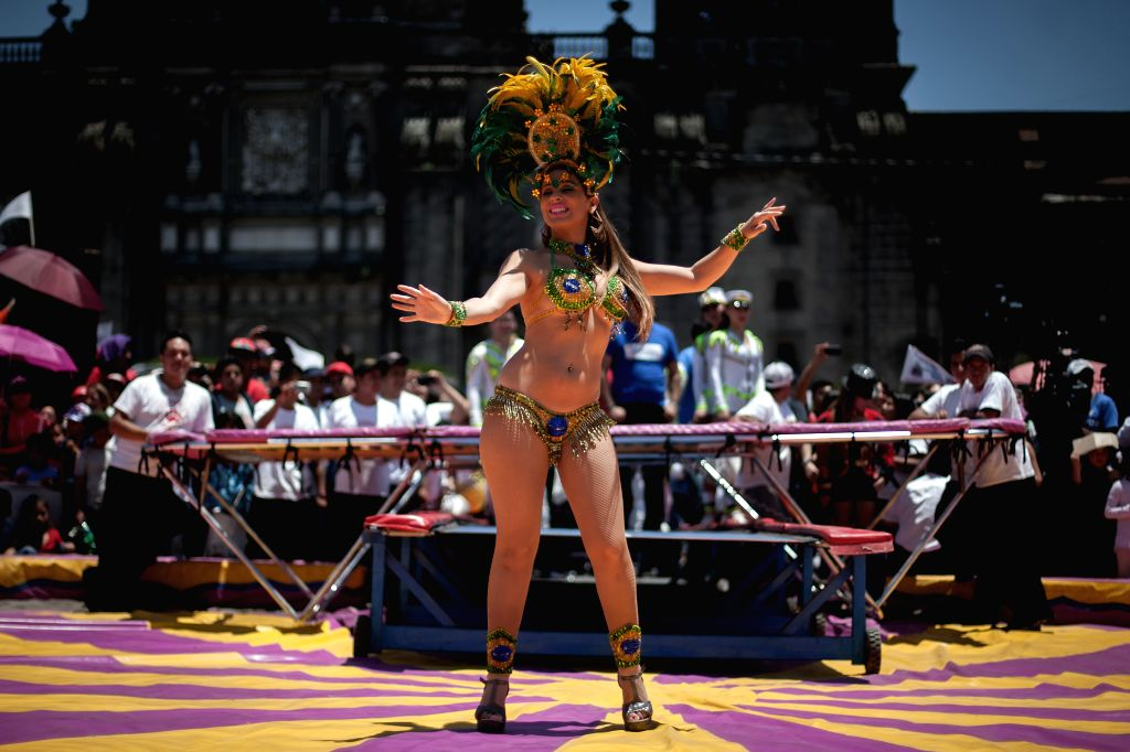 A dancer participates in a circus show that takes place as part of a pacific protest in favor of the use of animals in this kind of shows, at Constitution ...