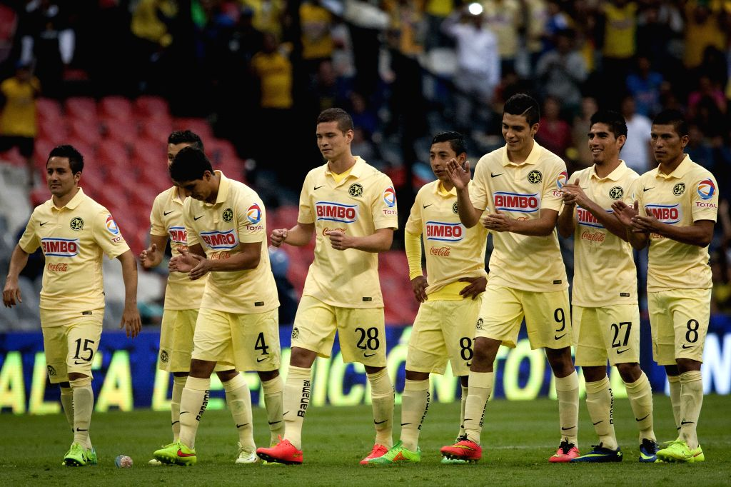 America's players celebrate their victory after the match of the EuroAmerican Cup against Atletico de Madrid held at Azteca Stadium in Mexico City, capital of ..