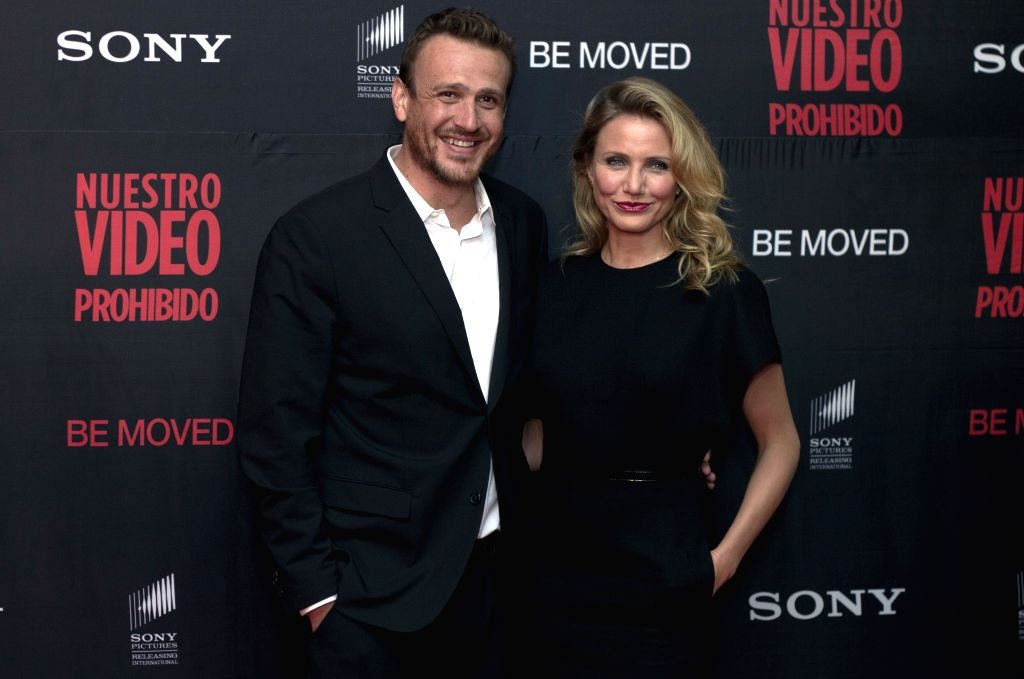 """U.S. actors Cameron Diaz (R) and Jason Segel (L) pose for photographs during the red carpet for the film """"Sex Tape"""", in Mexico City, capital of ... - Cameron Diaz"""